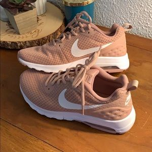 Nike Air Max Motion Running Shoes